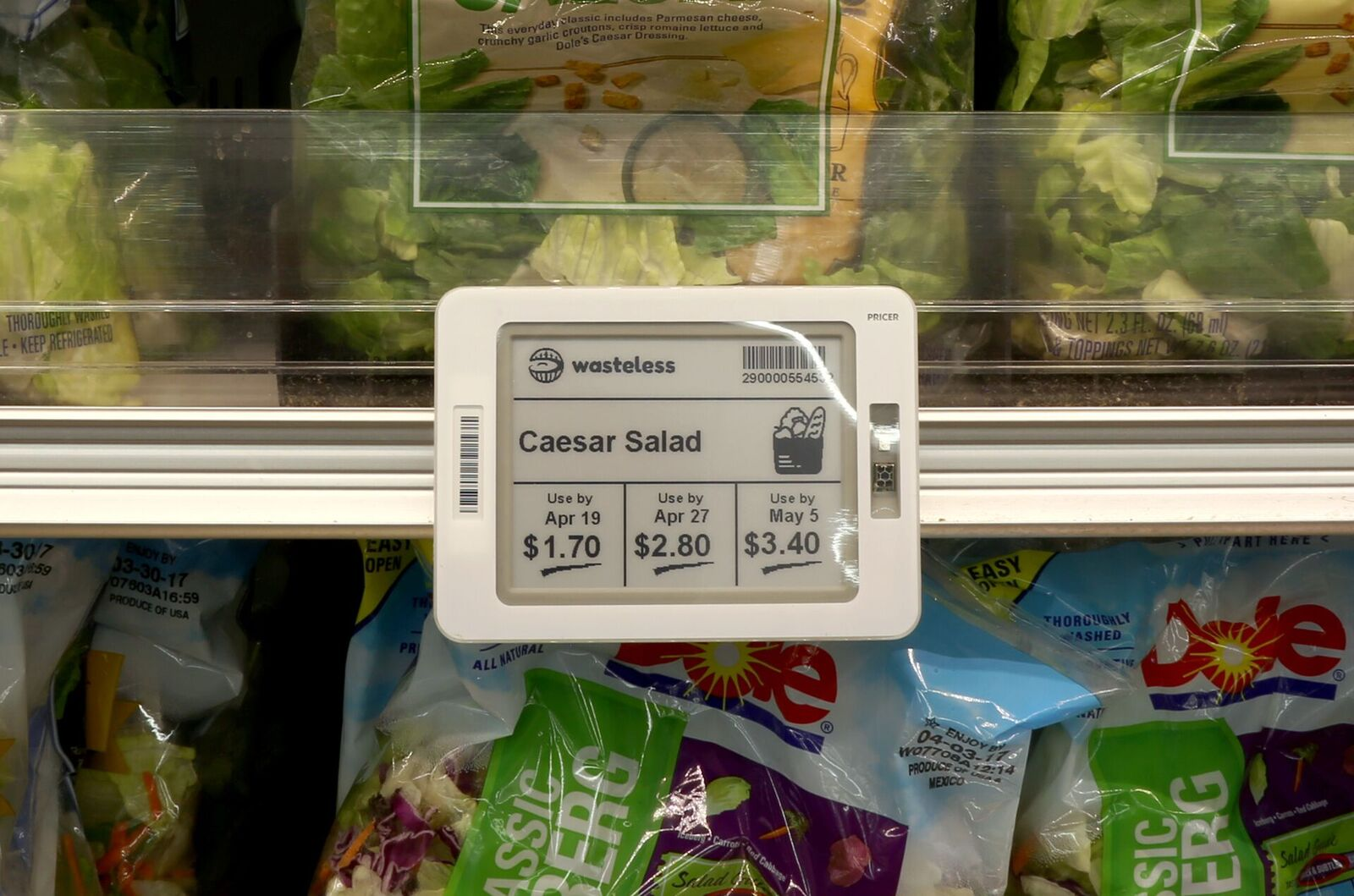 Combating food waste in retail: Pioneering technology cuts price as